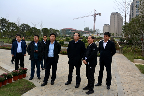 国家园林县城创建专家组对唐河创建工作进行考核验收